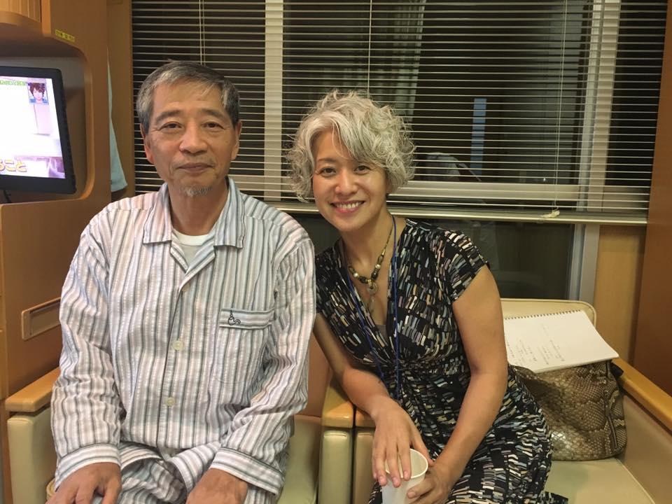 検査入院中の報徳更生寮・田上施設長とヒューマン・コメディ社社長の写真